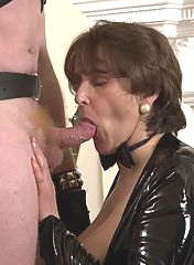 Awesome GILF gives a deep blowjob